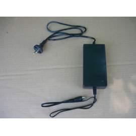 Akkumulátor töltő 24 Volt, jack csatlakozóval