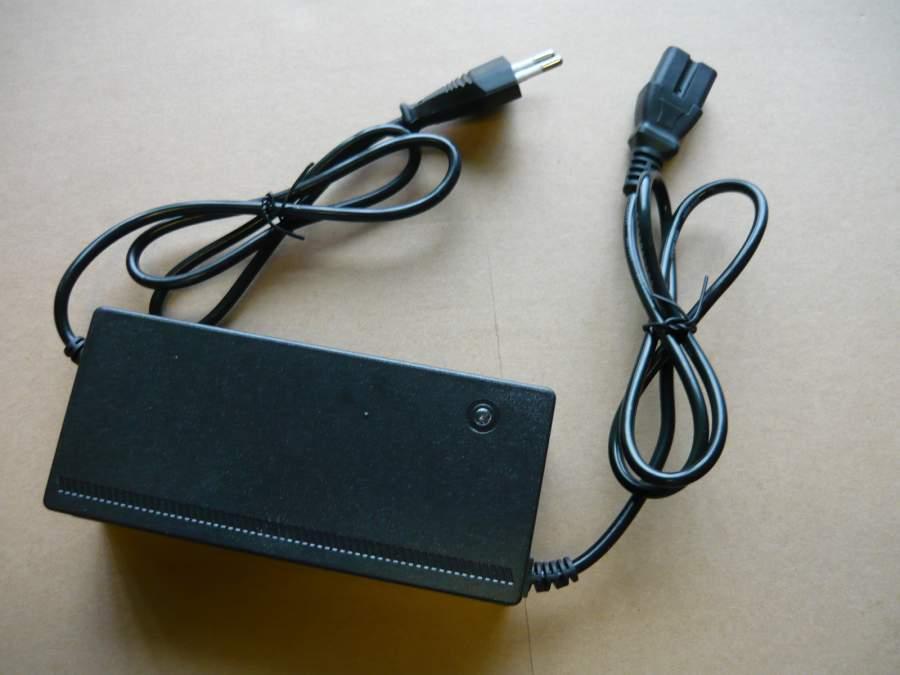 Akkumulátor töltő 48V 20 Ah